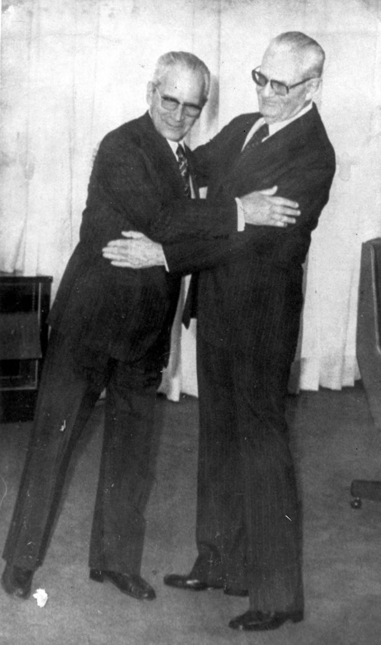 ORG XMIT: 403001_0.tif Golbery do Couto e Silva, criador do SNI (Serviço Nacional de Informação) e o presidente Ernesto Geisel. Golbery foi o articulador político do governo Geisel. (Brasília, DF, 24.08.1977. Foto da Folhapress)