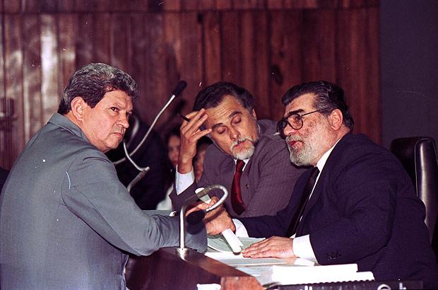 Humberto Souto (à esq.), José Genoino e Gastone Righi, em 1992. Crédito: Roberto Jayme - 9.set.1992/Folhapress